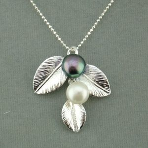 Jewelry - Sterling Silver Leaves Pearls Pendant Necklace